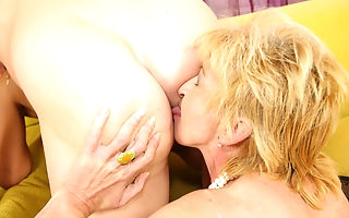 Two mature sluts sharing one creampie