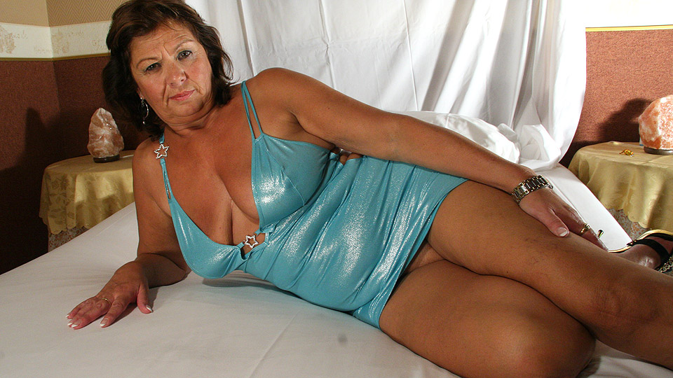 horny-mature-granny-porn-pictures