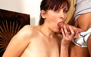 Horny housewife getting takin it like a pro
